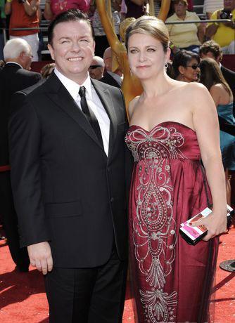图文:60届艾美奖红毯-瑞奇热尔维携手简法洛亮相红毯