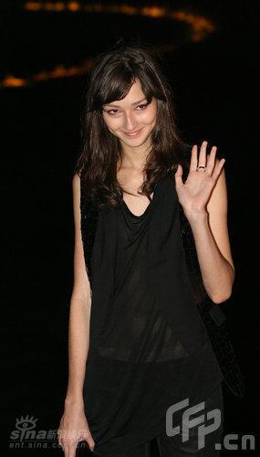 图文:米勒中国首秀--布鲁娜甜美可人