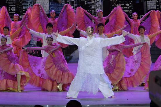 图文:09年央视春节晚会--张荪《城市变奏曲》