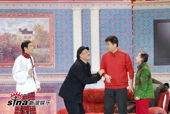 图文:09年央视春节晚会--赵本山为孙女恳求毕福剑