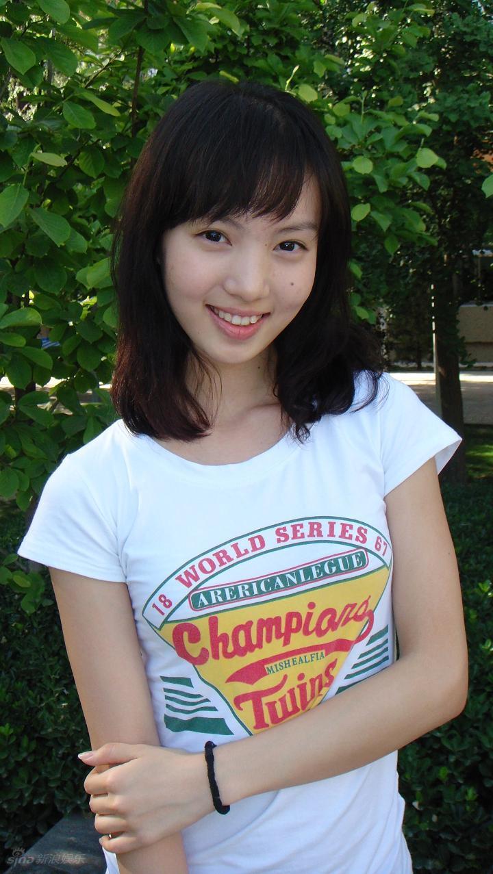 16 清纯可爱小美女