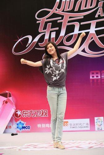 """图文:""""天使""""上海第二场--陆新骊表演舞蹈"""