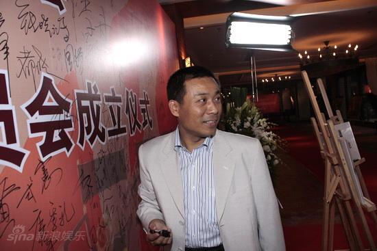 图文:委员会成立仪式红毯--中影集团副总江平