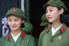 组图:《生死记忆》探班导演要拍女兵突击
