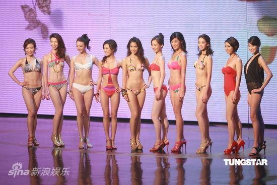 图文:2009香港小姐总决赛--众佳丽比拼身材