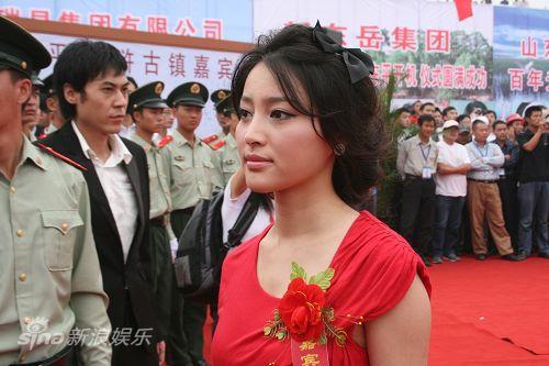 图文:新《水浒》--甘婷婷走红地毯