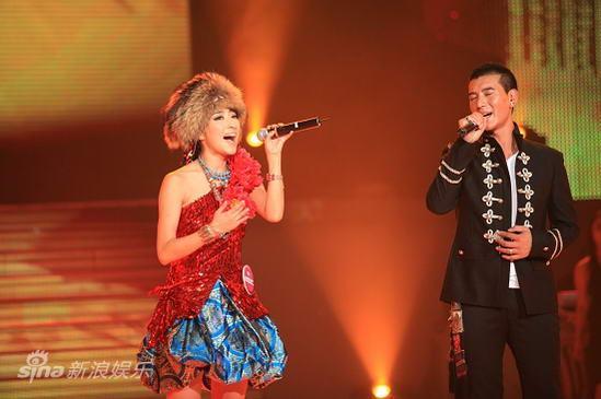 图文:东方天使总决赛-蒲巴甲、曲尼次仁对唱