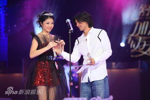 图文:东方天使总决赛-最佳亲和力奖戴燕妮