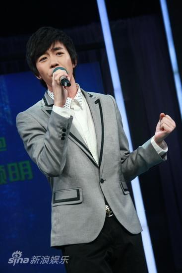 图文:湖南卫视两重点晚会启动--俞灏明献唱