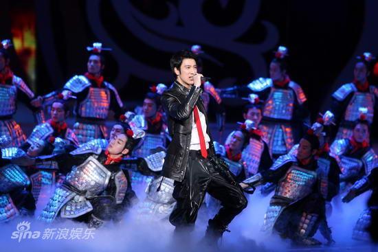 王力宏春晚唱全运会主题曲《相亲相爱》 -            Music Man - LeeHom Wang