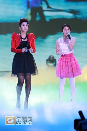 图文:2010湖南春晚现场-张冬玲黄英