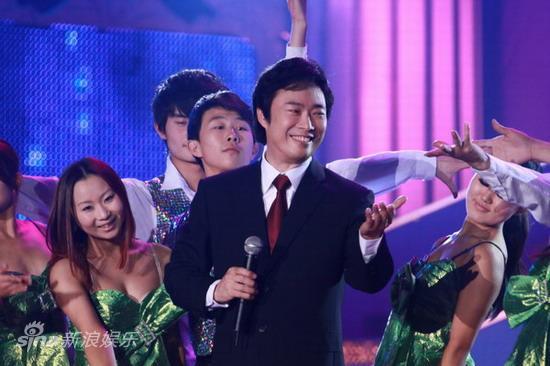 图文:2010舞林盛典--费玉清再展歌喉