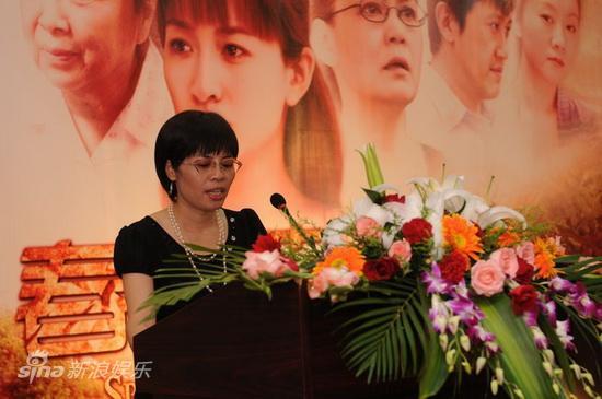 图文:《春暖花开》发布会-宁波民和文化董事长张亚佩