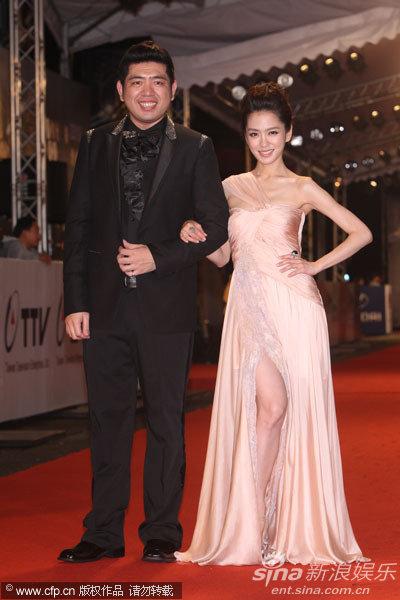 图文:45届金钟奖红毯-杨千霈与NONO搭档