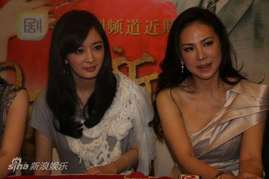 图文:《刁蛮新娘》开播发布会-杨幂和田丽