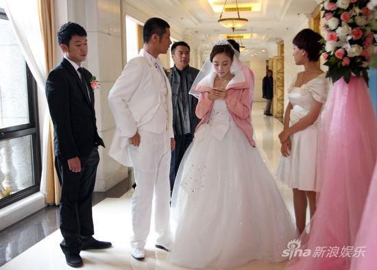 d0ta看电视听-新浪娱乐讯 由李小璐   、任重、马苏   和曹炳琨   主演的情感剧《AA制图片