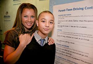 《丑女贝蒂》女星宣传公益呼吁青少年驾驶安全