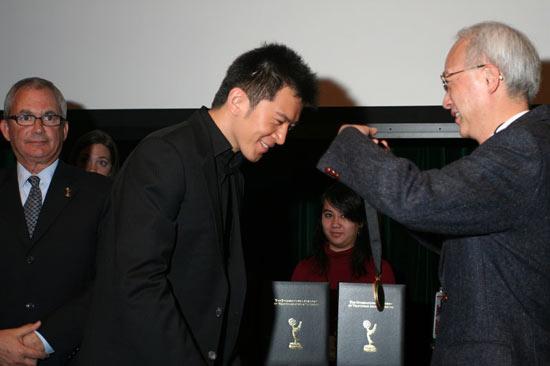国际艾美奖开幕郭家铭等提名者获颁奖章(组图)