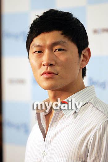 即将入伍的韩国男星--杨东根(附图)