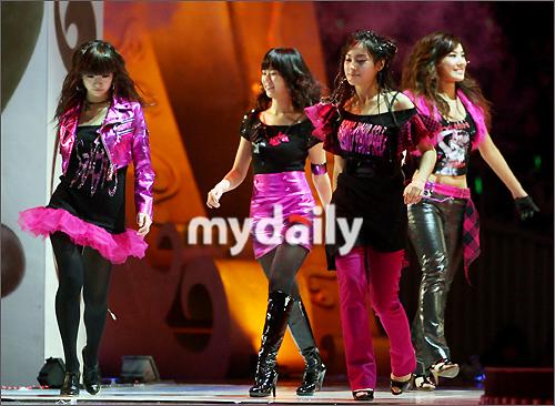 女子组合KARA,加入新成员蜕变5人组合