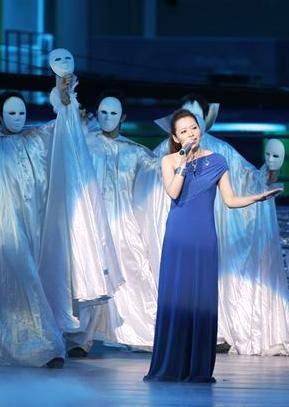张靓颖受亿万网友肯定喜获最热门女歌手大奖