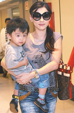张柏芝昨天带着儿子抵台,她表示此行是单纯访友。