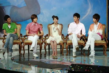 《一起来看流星雨》的五位主演朱梓骁、俞灏明、郑爽、张翰和魏晨(左起)CFP 资料