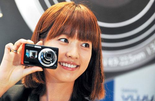 演员韩孝珠于25日参加了于首尔举行的某电子