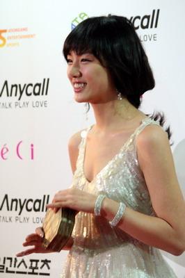 图文:韩国金唱片红毯星光灿烂娇媚公主徐智慧