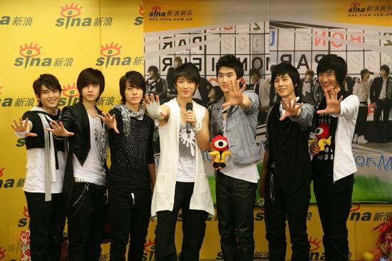 图文:SJ-M做客新浪--招牌动作