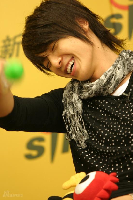 图文:SJ-M新浪课堂之才智考验--东海表情陶醉