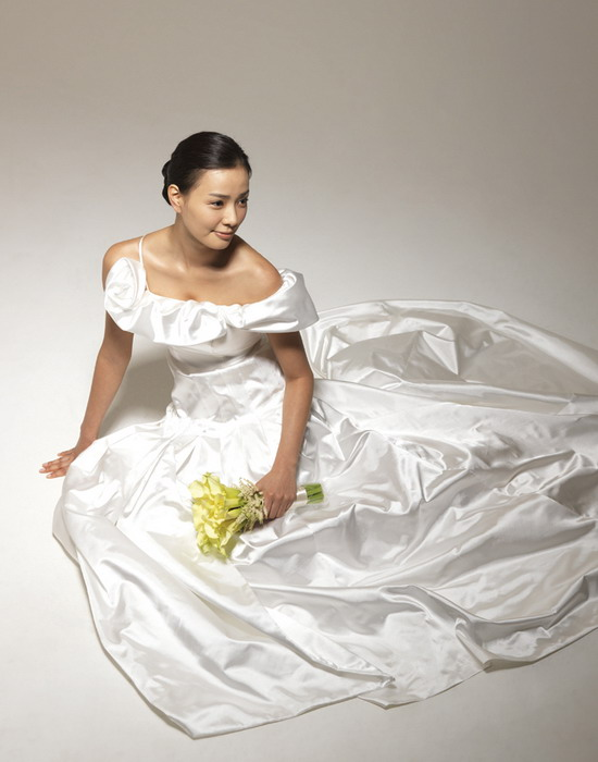 图文:韩星孙泰英婚纱写真曝光--高贵优雅