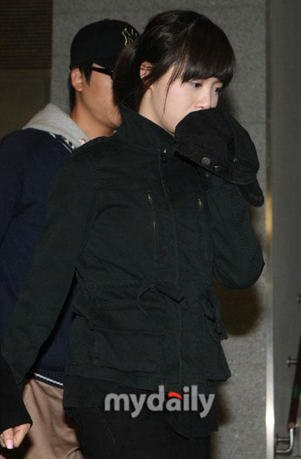 图文:众艺人吊唁张紫妍--具惠善难过不已