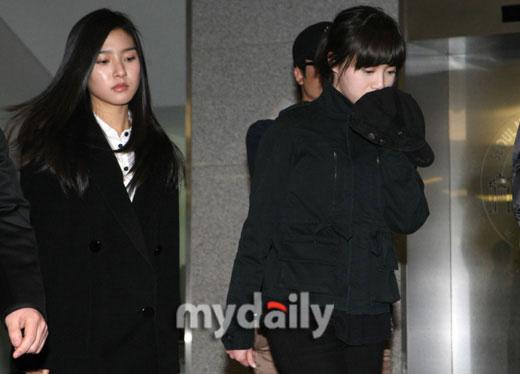 图文:众艺人吊唁张紫妍--金素恩和具惠善