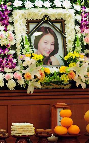 一周内韩日娱乐圈三名艺人自杀身亡(组图)