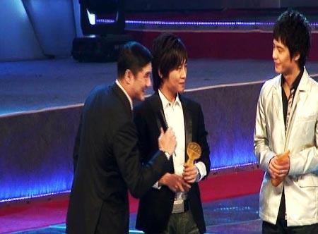 阿木获年度十大金曲奖周杰伦陈奕迅缺席颁奖礼