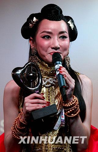 组图:中国歌手萨顶顶英国获BBC世界音乐大奖