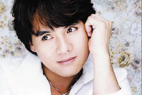 韩国歌手李昌容用领带上吊自杀身亡(图)