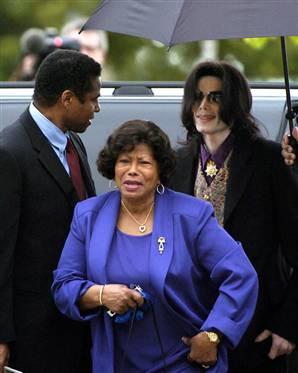 迈克尔-杰克逊母亲掀法律之争恐受律师摆布