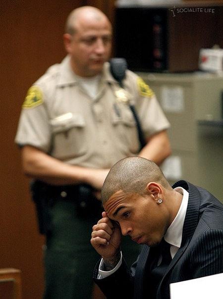 克里斯-布朗施暴案正式宣判缓刑五年加劳改