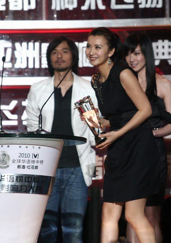 陈好获榜中榜最佳跨界歌手成全能艺人新标杆