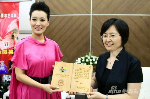 谭晶出任形象大使助威中国国际青年艺术周(图)