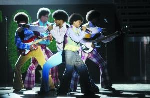 《颤栗现场》二十多首热门金曲串起杰克逊一生
