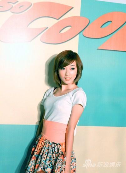 何曼婷出席潮男选拔活动可爱甜美形象受关注
