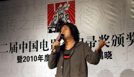 电影金�_洪启献唱中国电影金扫帚奖 阿里木江广受好评