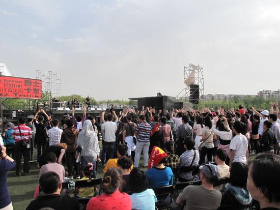 2011朝阳音乐节现场人潮如织