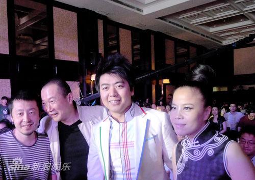 (右起)朱哲琴、郎朗、谭顿、贾樟柯同获大奖