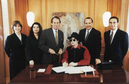 迈克尔杰克逊1995年和索尼签约成立索尼/ATV