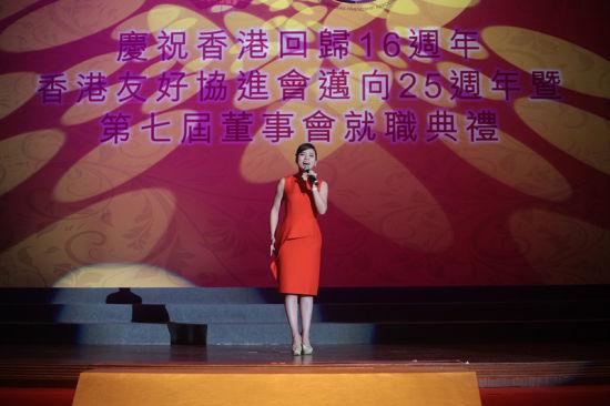 陈思思《中国梦》唱响香港 期待红馆再唱