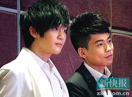 苏醒和李炜(左)